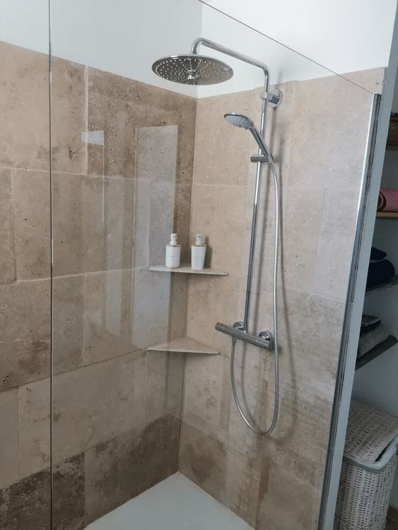 MySofa'mily douche à l'italienne en travertin